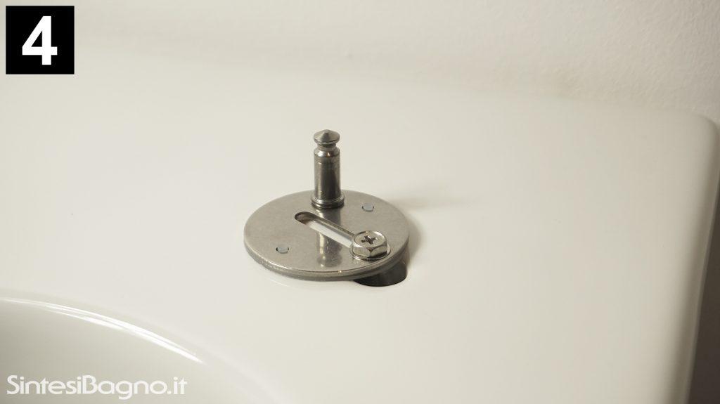 Sequenza montaggio copriwater con vite, ancoretta metallica e dado